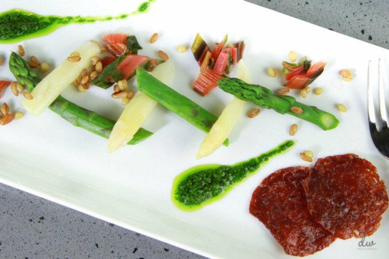 Aspargus-and-Ramp-Pesto-Salad