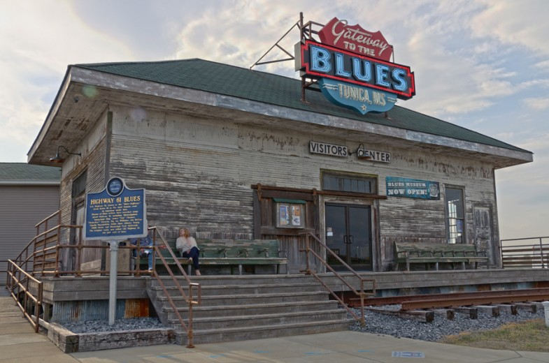 Blue Trail road trip stop at Gateway to the Blues museum in Tunica by MikesRoadTrip.com