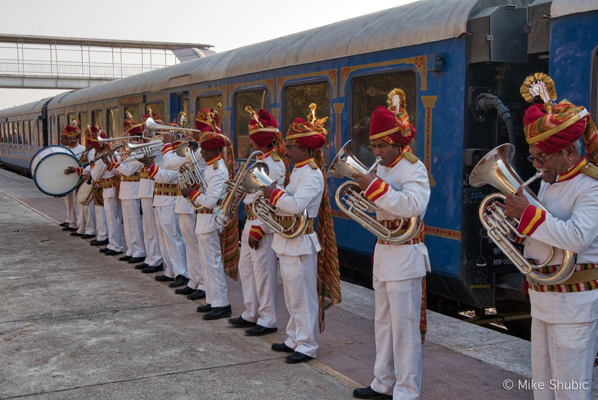 Marching band meeting Palace on Wheels by MikesRoadTrip.com