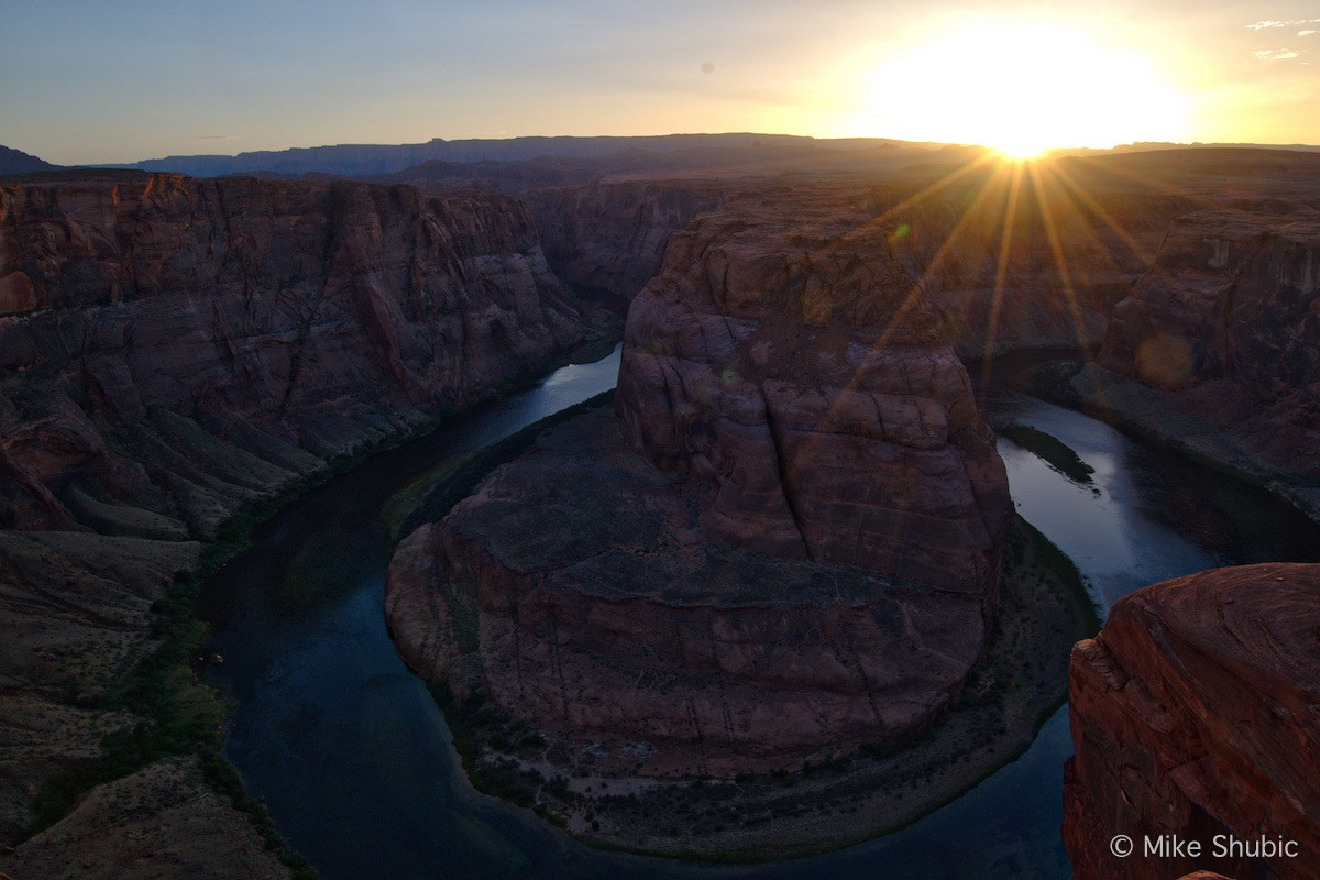 A Southwest Road Trip stop to Horseshoe bend sunset by MikesRoadTrip.com