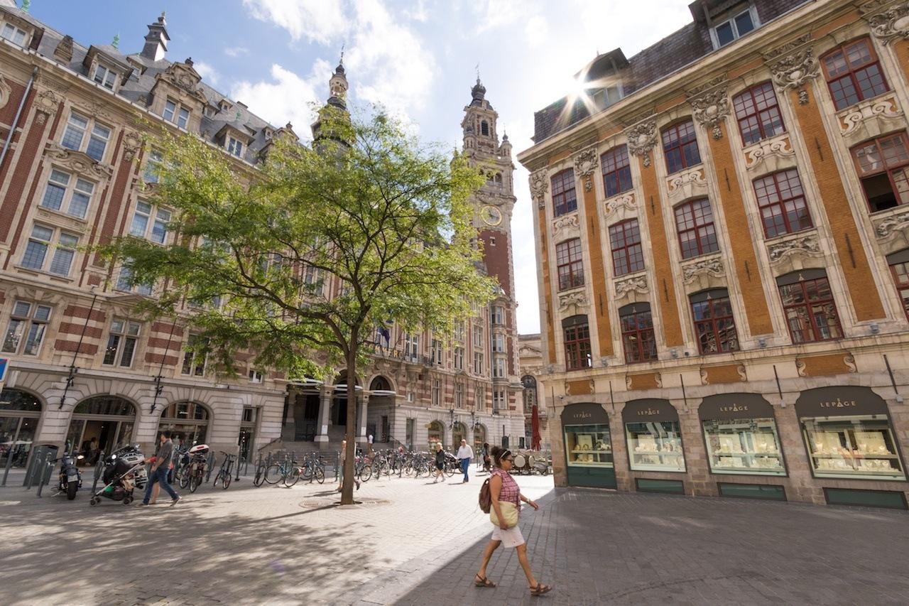 Lille_ Beffroi de l'hôtel de ville et soleil