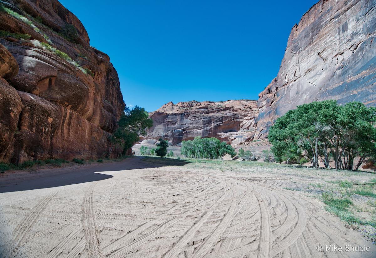 Valley floor of Canyon De Chelly by MikesRoadTrip.com