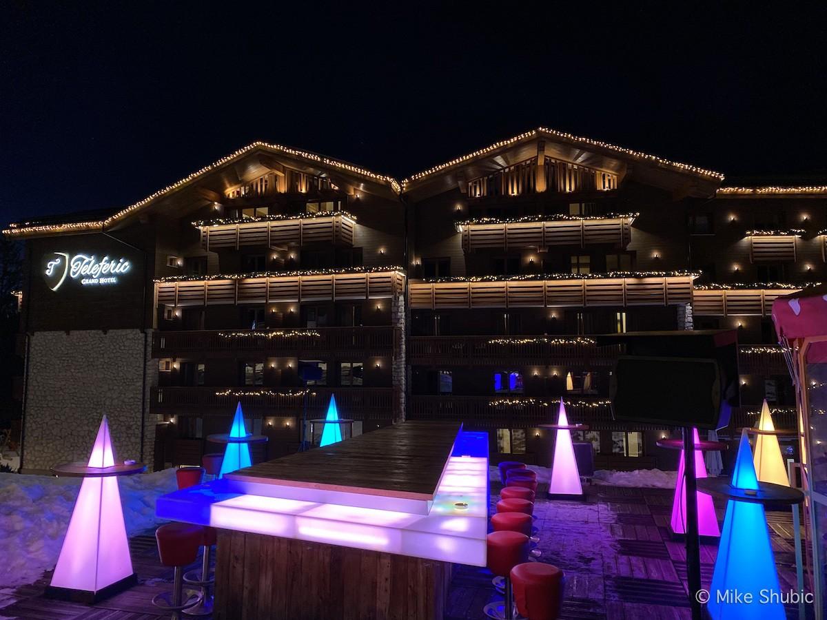 Après-ski at Teleferic Hotel in Poiana Brasov - Photo by: MikesRoadtrip.com